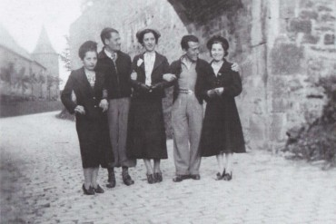 Andreu Colomer i Munmany amb uns amics durant el seu exili a Bèlgica (Fons de la família Andreu Colomer i Munmany)