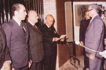 Andreu Colomer és rebut pel xa de Pèrsia l'any 1979 (Fons del Museu de l'Art de la Pell)