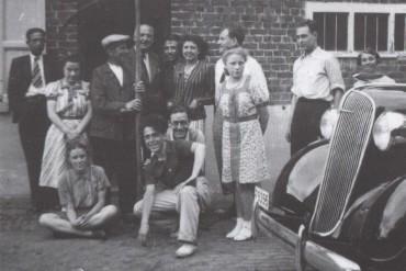 Andreu Colomer amb uns amics durant el seu exili a Bèlgica (Fons de la família d'Andreu Colomer i Munmany)