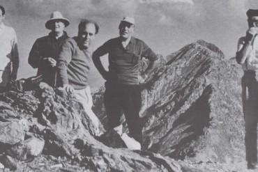 Andreu Colomer i Munmany amb uns amics al cim del Nou Creus (Fons de la família Coll-Bardolet)