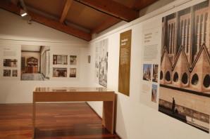 Pla general de l'exposició sobre l'arquitecte Josep Maria Pericas que avui s'inaugura al Museu de la Pell de Vic on es pot veure algunes de les obres més destacades. Imatge del 24 de gener del 2019 (Horitzontal).